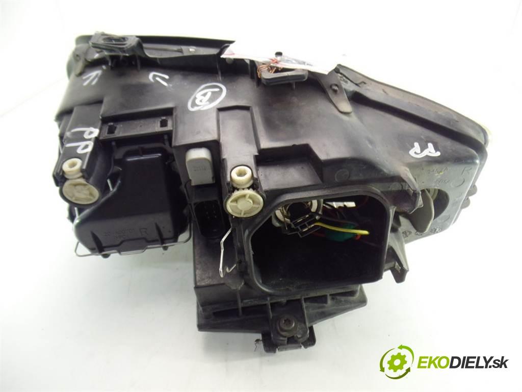 svetlo pravy  Audi A4 B6 AVANT       0