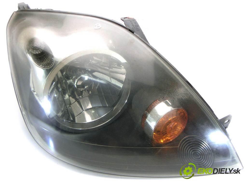 svetlo pravy  Ford Fiesta V       0
