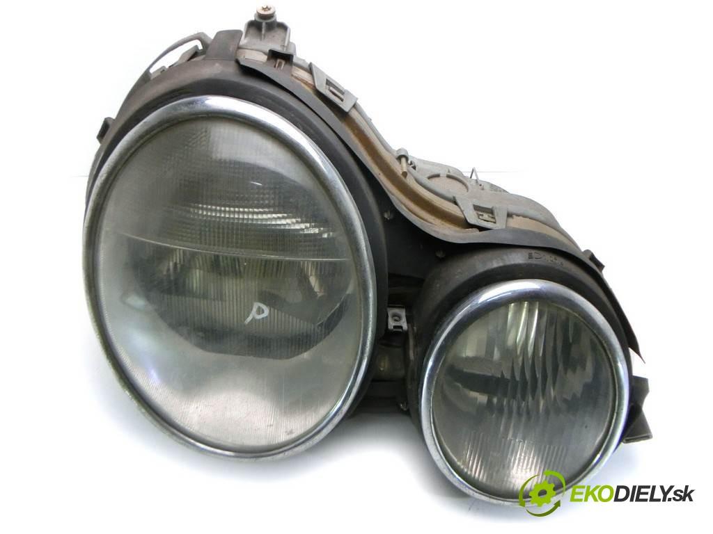 svetlo pravy  Mercedes-Benz E W210       0