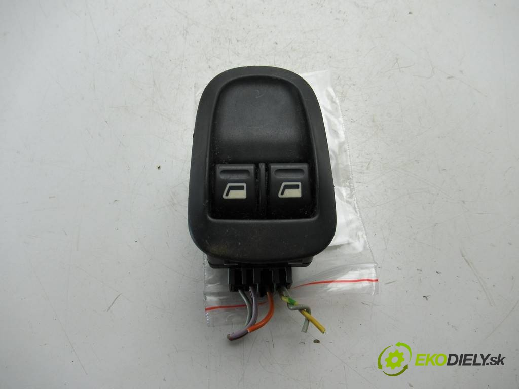 prepínač okien  Peugeot 206       0