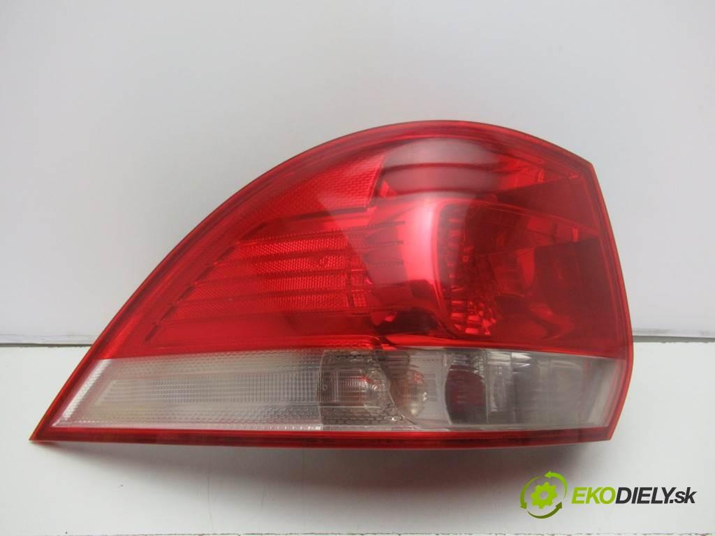 svetlo zad ľavá strana  Volkswagen Golf V       0