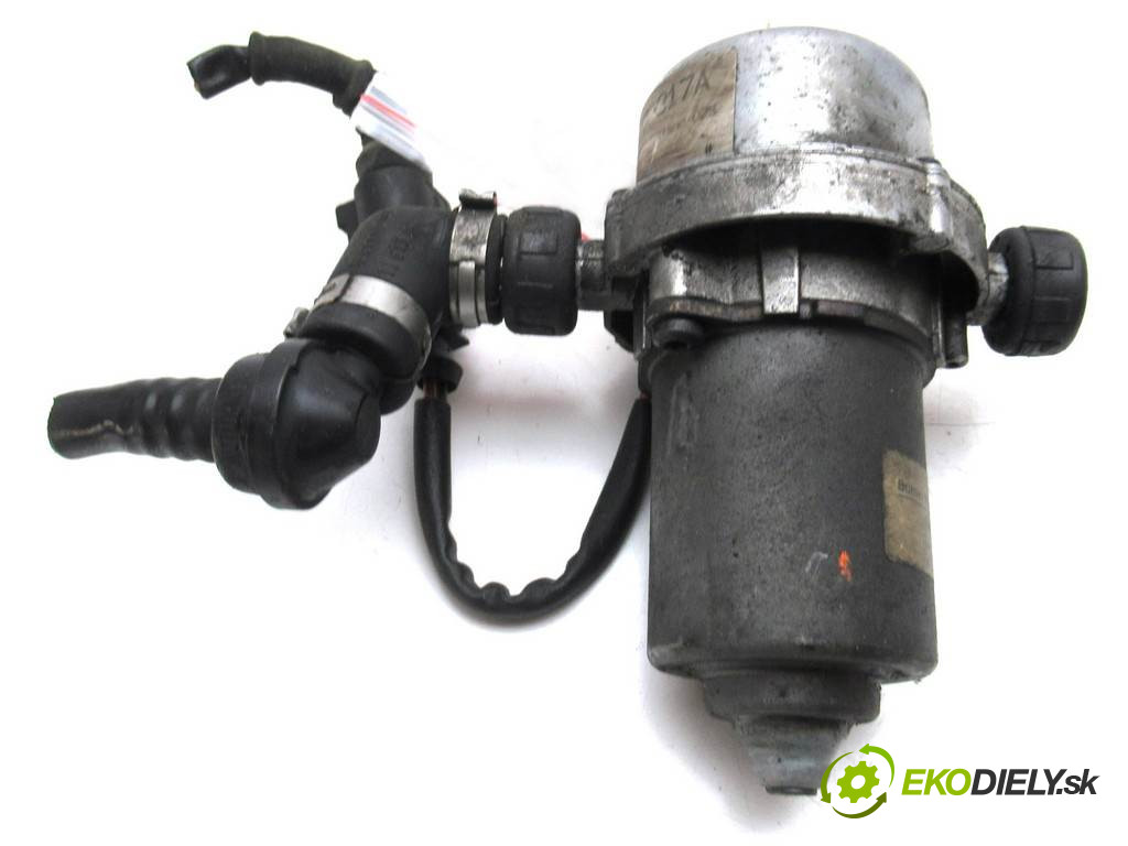 Volkswagen Passat B5 FL       0  pumpa brzdová 8E0927317 poskodena